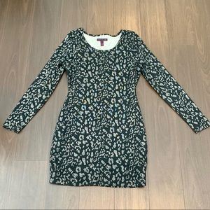 Material girl sweater dress. Slightly worn. Size M